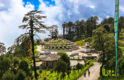 Thimphu, Bhutan - September 10, 2016: Druk Wangyal Khangzang Stupa met 108 chortens, Dochula-Pas, Bhutan royalty-vrije stock afbeeldingen