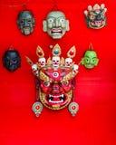 Thimphu Bhutan - September 11, 2016: Maskeringar som är till salu på det nationella institutet för Zorig Chusum i Thimphu, Bhutan Royaltyfria Foton