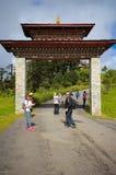Thimphu, Bhutan - 10. September 2016: Touristen nahe Tempel Druk Wangyal Lhakhang, Dochula-Durchlauf, Bhutan Stockfoto