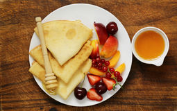 Thin pancakes with berries and fruits Royalty Free Stock Photos
