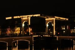 阿姆斯特丹thiny桥梁的晚上 库存照片