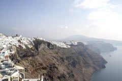 Thira, Santorini - Panoramablick Traditionelle berühmte weiße Häuser und Kirchen des Panoramablicks in Thira-Stadt auf Santorini- stockfotos