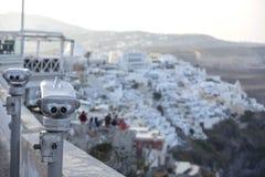 Thira, Santorini - vista panorâmica Casas e igrejas brancas famosas tradicionais da vista panorâmica na cidade de Thira na ilha d fotografia de stock royalty free