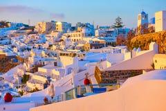 Thira-Stadt in Santorini-Insel bei Sonnenuntergang Stockbild