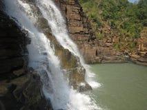 Thirathgarh-Wasserfall, der unten Wasser fällt Lizenzfreie Stockfotografie