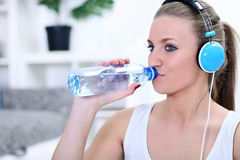 Thirsty sportswoman Royalty Free Stock Photos