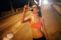 Thirsty sportswoman drinking water Royalty Free Stock Photography