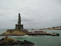 Thiruvalluvarstandbeeld met toneel natuurlijke Overzeese mening stock afbeeldingen