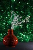 Thistle i en brun vase Arkivfoton