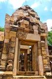 Искусство кхмера замка камня thom kok Sadok, Таиланд Стоковые Изображения