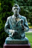 Thomas Alva Edison Österrikisk konstnär som utför under den internationella festivalen av bosatta statyer, Bucharest, Rumänien, J arkivbilder