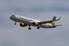 Thomas Cook airlines Airbus A321 landing Stock Photography