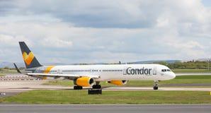 Thomas Cook Airlines Boeing 757-330 die van de Luchthaven van Manchester voorbereidingen treffen op te stijgen Royalty-vrije Stock Afbeeldingen