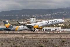 Thomas Cook Condor Boeing 757 - 300 som tar av från Tenerife Arkivbilder