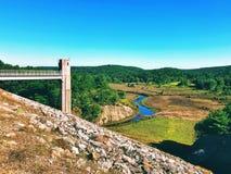 Thomaston水坝Naugatuck河谷的看法和部分 免版税库存图片