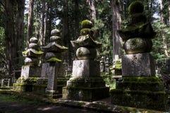 Thombstones на кладбище Okunoin, Koya san, Японии Стоковая Фотография