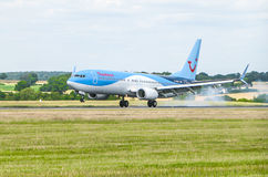 Thomson Airlines Plane Landing Image stock