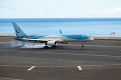 Thomson Airways Boeing 737-800 op aanraking neer Stock Fotografie