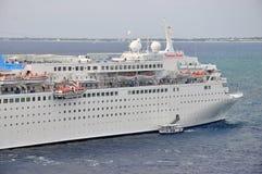 Thomson Dream-Kreuzschiff stockbilder