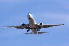Thomson 737 som uppe i luften flyger Arkivfoto
