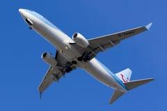 Thomson 737 som uppe i luften flyger Arkivfoton