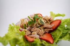 Thon de salade avec la fraise Photographie stock libre de droits