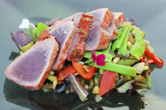 Thon et légumes Photo stock