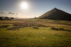 Thorpe Cloud, le soleil Dovedale, secteur maximal d'été photo libre de droits