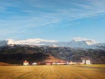 Thorvaldseyri gospodarstwo rolne i Eyjafjallajökull, południowy Iceland w zimie fotografia royalty free