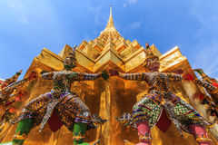 Thossakan 2. Wong domestic giant golden pagoda CCarrying such as Wat Phra Kaew , a huge statue with . Foreign tourists Photography enthusiasts , most of the stock photography
