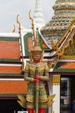 鲜绿色菩萨寺庙的古老巨型雕塑在曼谷, 免版税库存图片