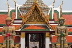 鲜绿色菩萨寺庙的古老巨型雕塑在曼谷, 免版税图库摄影
