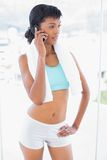 Thoughtful black haired woman posing with hand on the hip while phoning Royalty Free Stock Photography