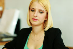 Thoughtful blonde businesswoman Royalty Free Stock Image