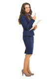 Thoughtful business woman with pen and clipboard Royalty Free Stock Photography