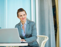 Thoughtful business woman working on laptop Stock Photography