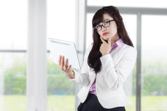 Thoughtful businesswoman holding digital tablet 1 Royalty Free Stock Photography
