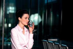 Thoughtful corporate woman drinking water Royalty Free Stock Photos