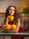 Thoughtful housewife with plate of oranges Royalty Free Stock Photography