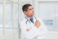 Thoughtful male doctor looking away in hospital Royalty Free Stock Photos