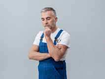 Thoughtful repairman Royalty Free Stock Photos