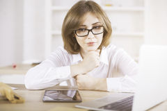 Thoughtful woman at office desk Royalty Free Stock Photos