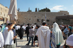 Thousands of Jews in traditional religious garb Royalty Free Stock Images