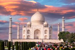Free Thousands Of Visitors At Majestic Tajmahal Against Beautiful Sky Stock Images - 208281124