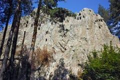 Thracian-Schongebiet Eagle Rocks nahe Stadt von Ardino in Rhodopes-Berg, Bulgarien Stockfotografie