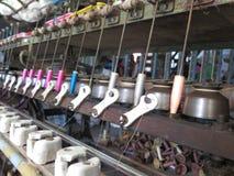 Thread-Maschine: Thailändische Seide Stockfotos