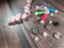 Thread und Knöpfe, Werkzeuge für Schneider Lizenzfreies Stockfoto