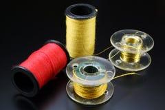Threads für das Nähen auf Spulen Stockbild