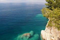 The threat to rocky shore,horizon, rocks, flora and fauna Stock Photography