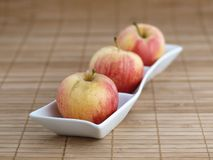 Three apples in a bowl Royalty Free Stock Photos